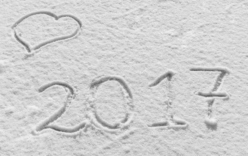 Wesoło boże narodzenia i Szczęśliwy nowy rok Śnieżny tło z sercami i wpisowym 2017 zdjęcia royalty free