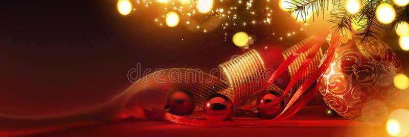 Wesoło boże narodzenia; Wakacje tło z Xmas drzewną dekoracją o obrazy royalty free