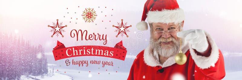 Wesoło bożych narodzeń nowego roku Szczęśliwy tekst i Święty Mikołaj w zimie z Bożenarodzeniową bauble dekoracją obrazy royalty free