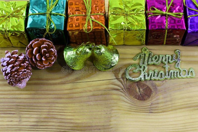Wesoło bożych narodzeń prezent, zabawkarski i drewniany zdjęcia royalty free