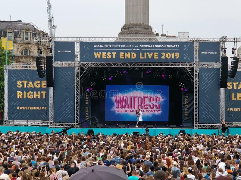 West End-Live-Kellnerin 2019 lizenzfreie stockfotos