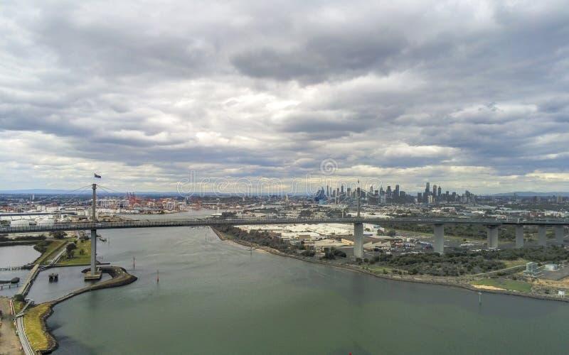 West Gate Bridge und Melbourne City stockbilder