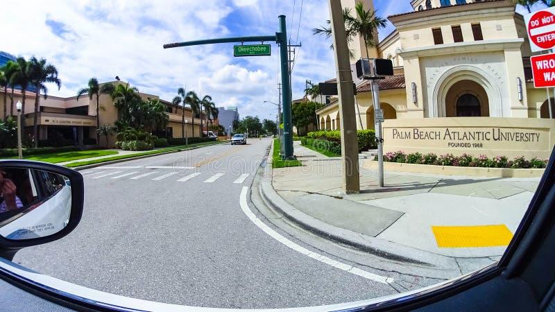 WEST PALM BEACH, Florida -7 maio de 2018: Vista da universidade atlântica do Palm Beach em West Palm Beach, Florida, unido fotos de stock