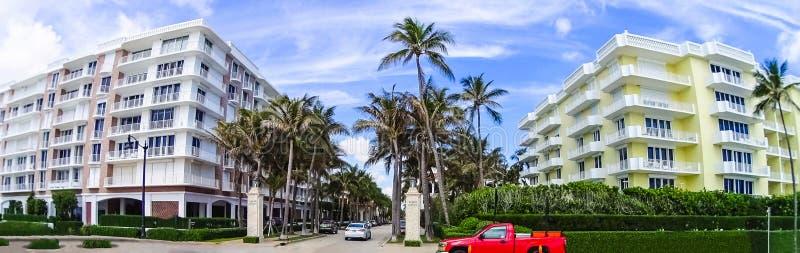 WEST PALM BEACH Florida -7 Maj 2018: Värd aveny, Palm Beach, Florida, Förenta staterna arkivbilder