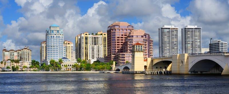 West- Palm Beachskyline lizenzfreie stockfotografie