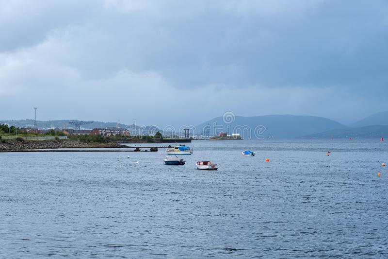 West-Quey-Hafen Glasgow, das vorbei zur Front von Greenock schaut stockbild