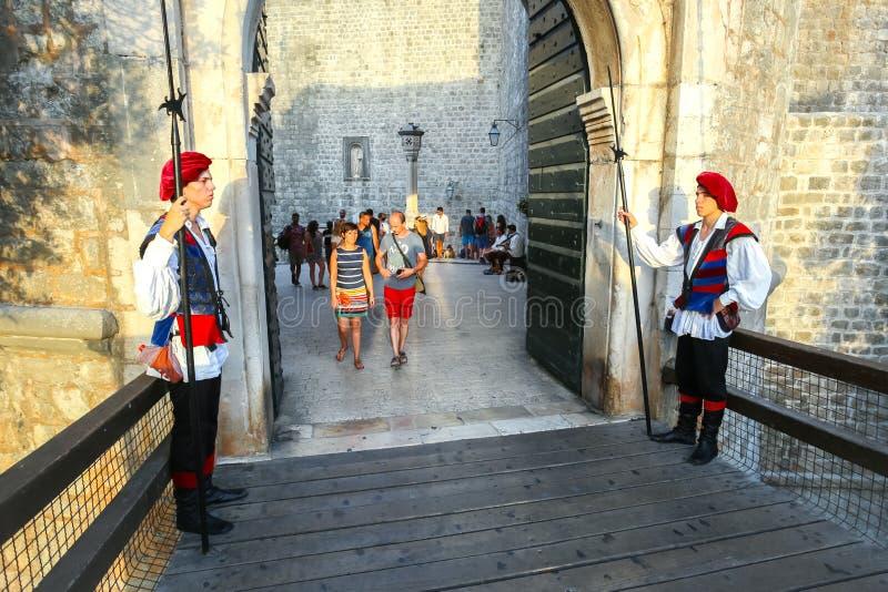 Westeingang zur alten Stadt Dubrovnik lizenzfreie stockbilder