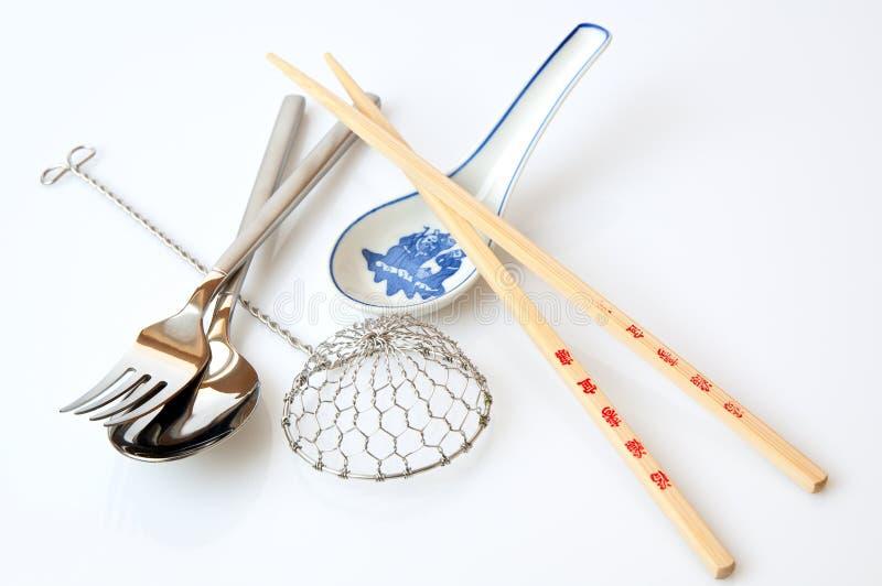 Westelijk en Aziaat die hulpmiddelen eten royalty-vrije stock afbeelding