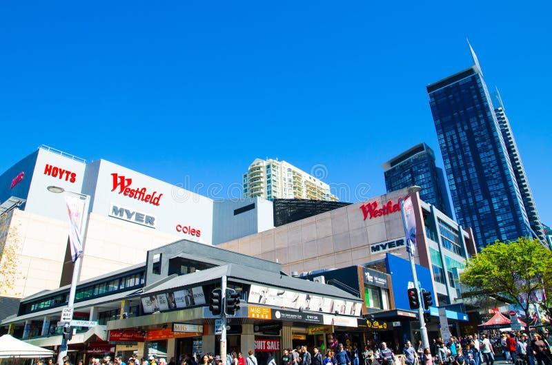 Westfield é um grande centro de compra interno no subúrbio de Chatswood na costa norte mais baixa de Sydney imagens de stock