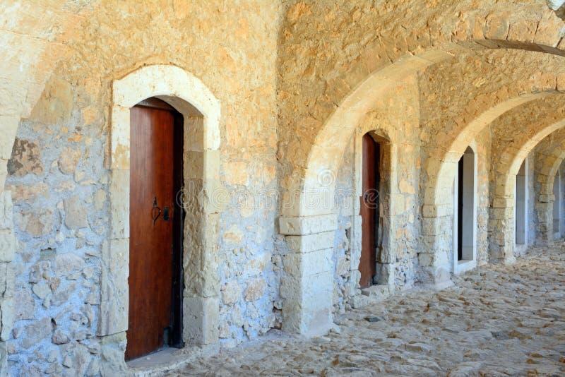 Westgate passage på Arkadi Monastery arkivfoton