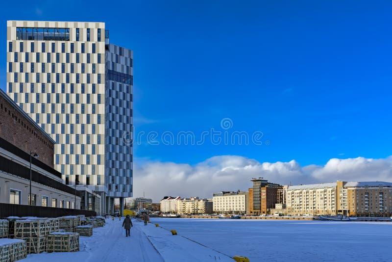 Westhafen Lansisatama in Helsinki, Finnland lizenzfreie stockbilder