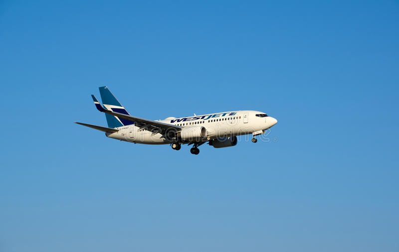 WestJet γ-FWSO Boeing 737 που προσγειώνεται στοκ εικόνες