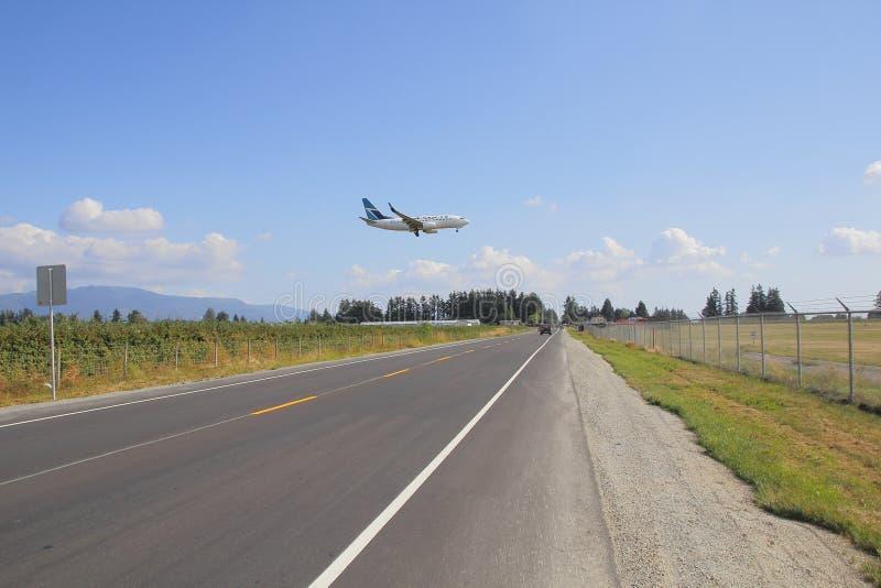Westjet που προσγειώνεται στον αερολιμένα Abbotsford στοκ εικόνες με δικαίωμα ελεύθερης χρήσης