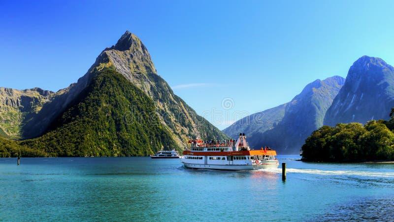Westküsten-Fjord-Landschaft, Neuseeland lizenzfreie stockbilder