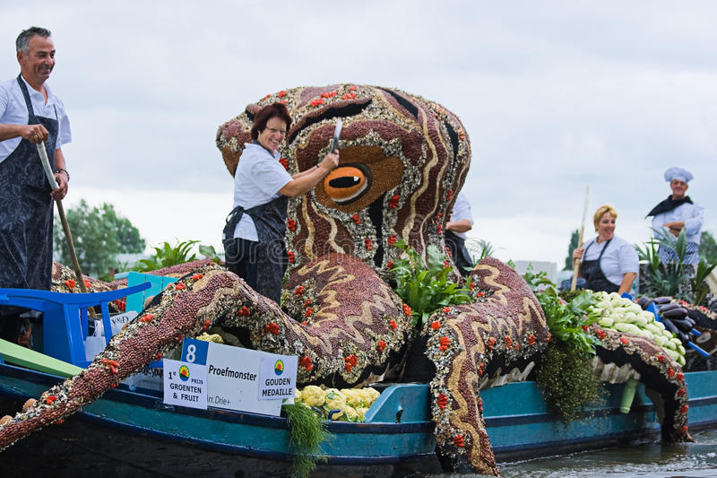 Download Westland Floating Flower Parade 2009 Editorial Image - Image of glasshouses, decoration: 14644000