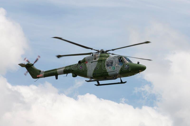 Westland-Luchs AH 7 Hubschrauber XZ184 des britische Armee-Fliegerkorps, das gegen einen teils bewölkten Himmel fliegt stockbild