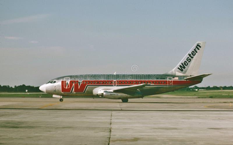 Westlandung fluglinien-Boeings B-737 an St. Louis Lambert International Airport am 12. August 1985 lizenzfreie stockfotos