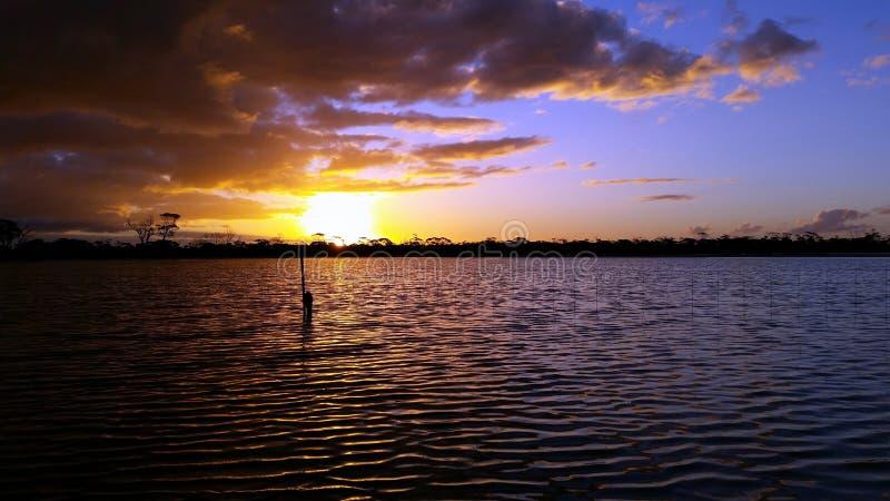 Westlicher australischer Sonnenuntergang lizenzfreie stockfotos