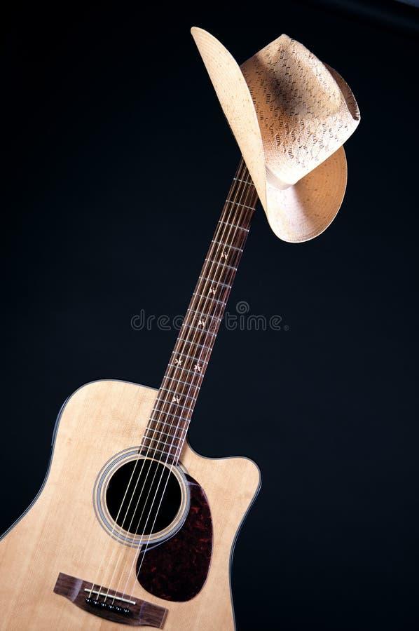 Westlicher Hut auf Gitarren-Stutzen lizenzfreies stockbild