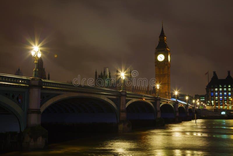 Westminister bridgr i Big Ben wierza w Londyn zdjęcie royalty free