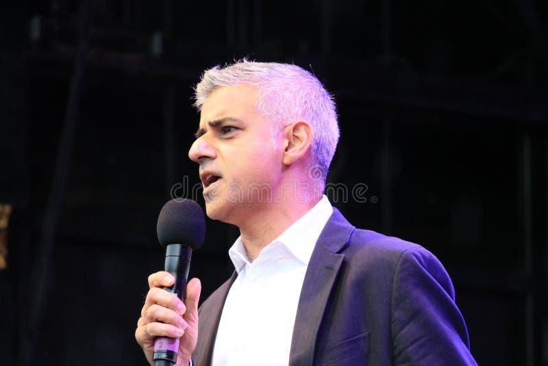 Westminister, Londyn, UK 16th Październik, 2016 Mayor Londyński Sadiq Khan otwiera festiwal Dewali przy Trafalgar kwadratem obrazy royalty free