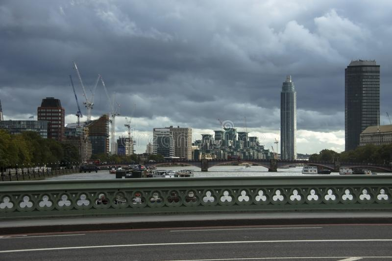 Westminister most i linia horyzontu miasto england London uk zdjęcia royalty free