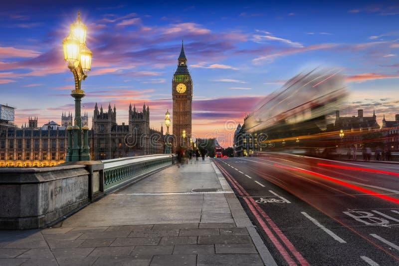 Westminister most w Londyn po zmierzchu zdjęcie royalty free