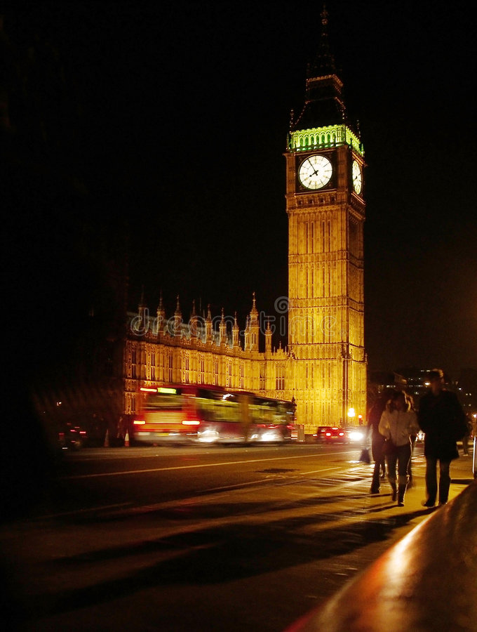 Westminster en la noche imagen de archivo