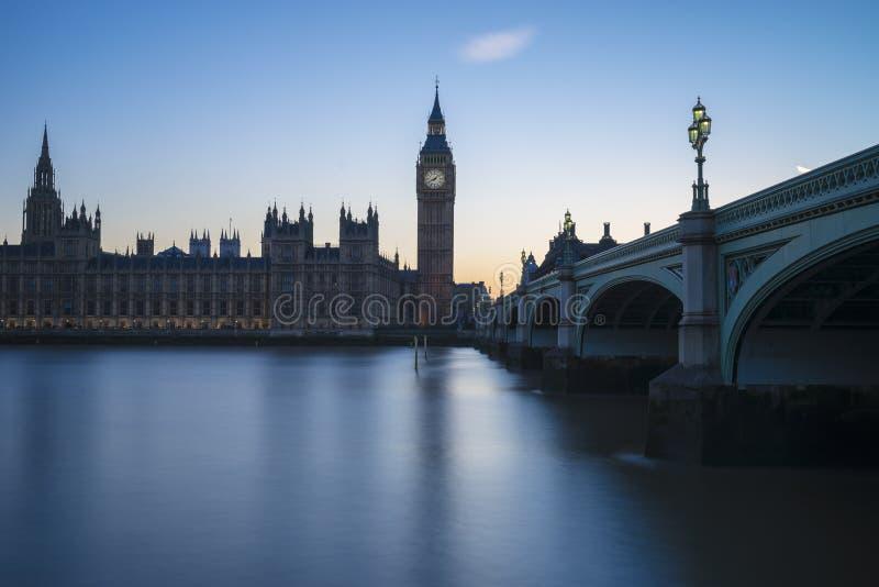 Westminster och flodblått royaltyfri bild