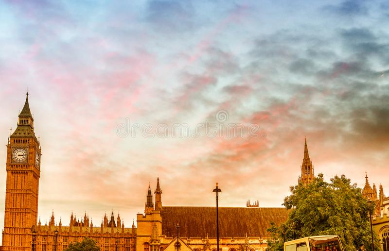 Westminster Palace and red buses, panoramic view at sunset - Lon stock photography