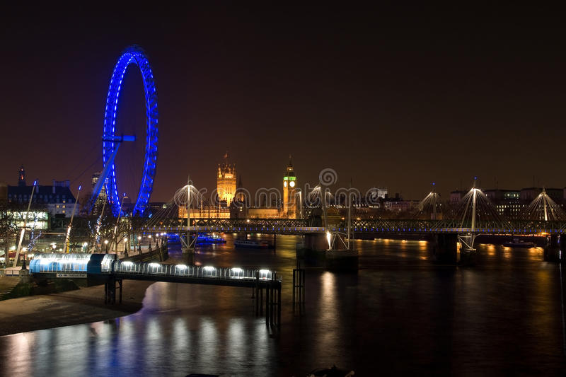 Westminster-Palast-und London-Auge nachts lizenzfreie stockfotografie