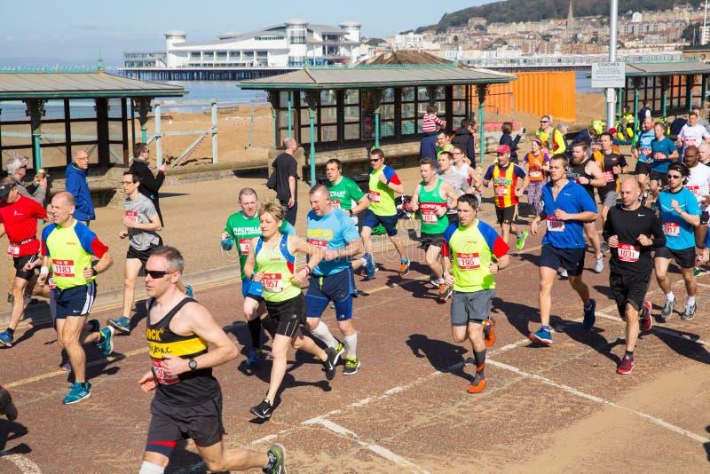 Weston Super Mare halv maraton Somerset på den söndag 24th mars 2019 arkivbild