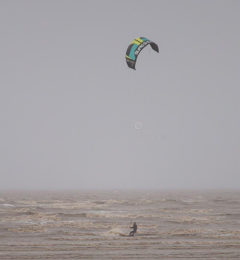 Weston Super Mare Kitesurfing lizenzfreie stockfotografie