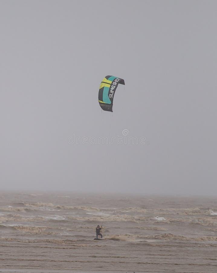 Weston Super Mare Kitesurfing lizenzfreie stockbilder