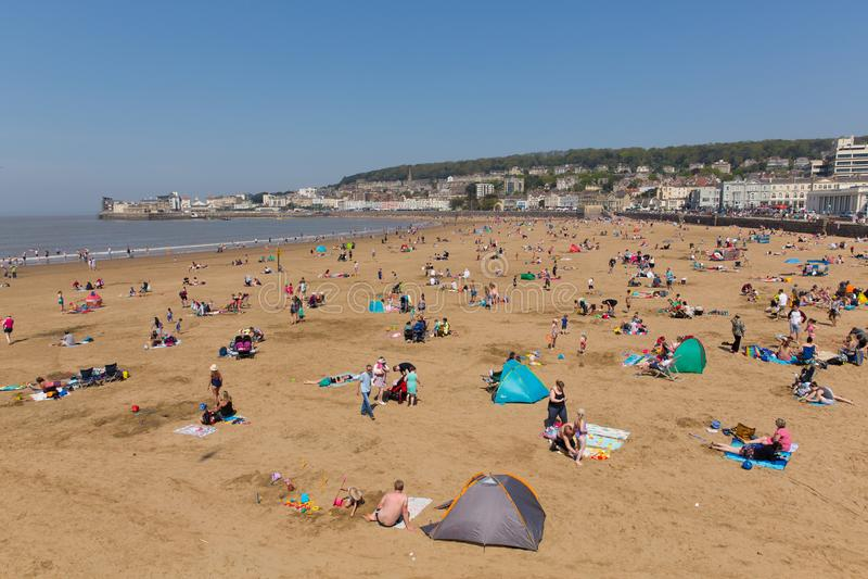 Weston-toppen-sto strand och sjösida i härligt solsken och fint väder arkivfoto