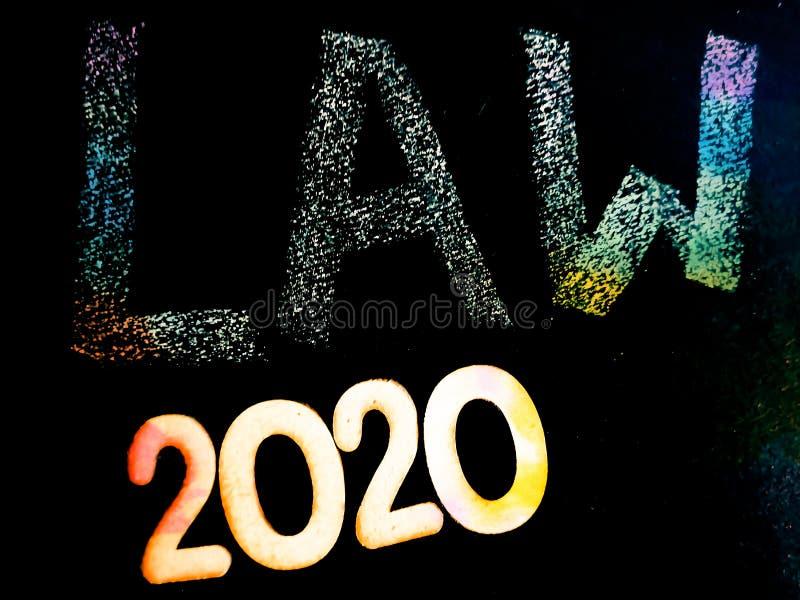 wet 2020 - handhaving geschreven over het concept van chalkboard royalty-vrije stock afbeelding