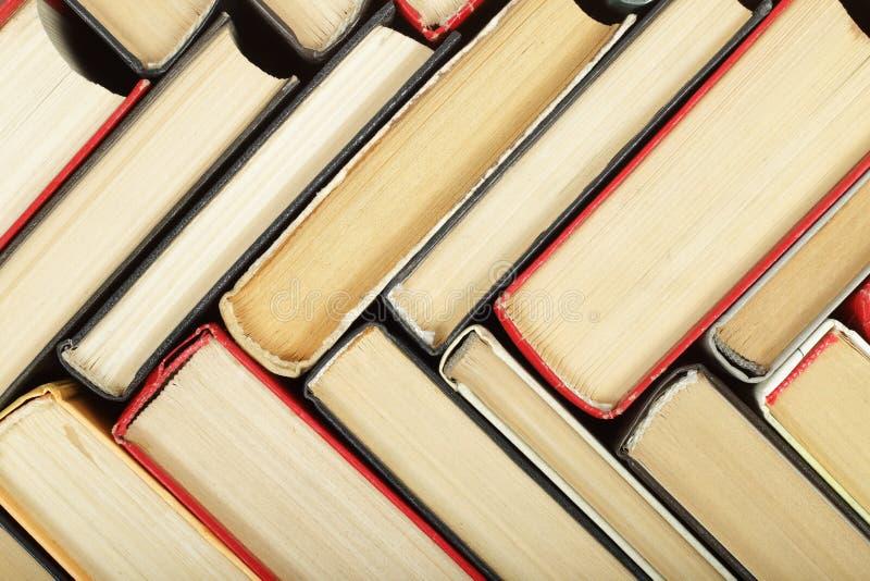 Wetenschap en onderwijs - fragmentgroep de samenvatting van colorfullboeken stock afbeelding