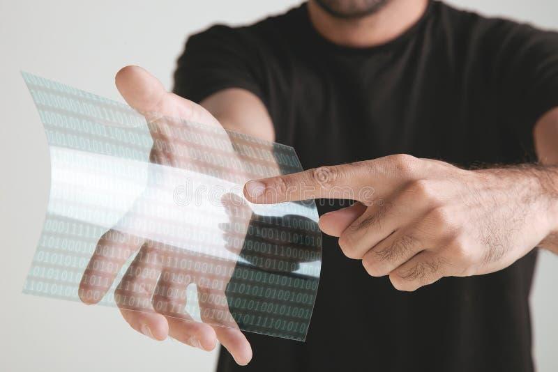 Wetenschappelijke holdings ééndelige transparant van graphenetoepassing met binair aantallenconcept. stock afbeelding