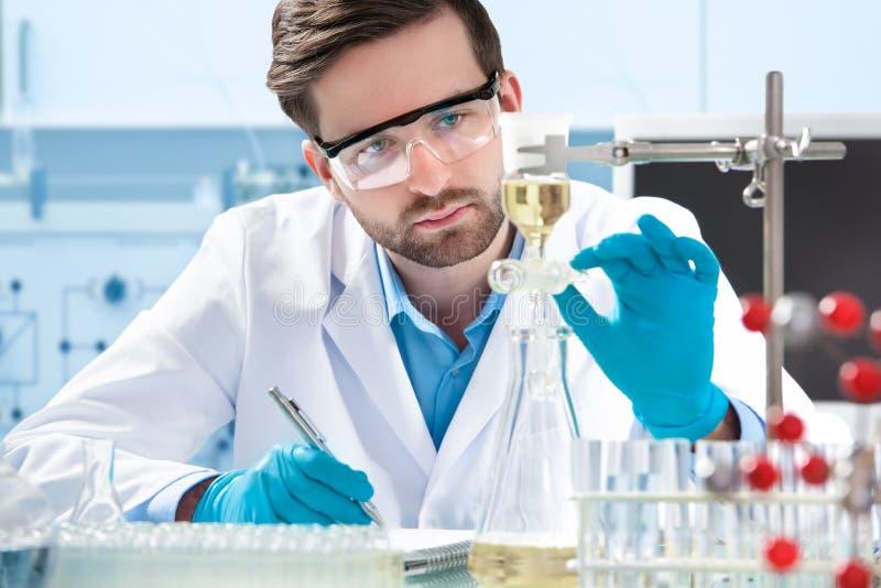Wetenschapper het werken stock afbeeldingen