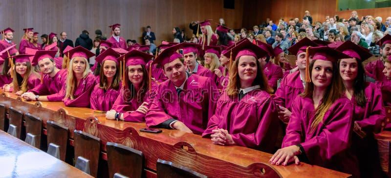 Wetsstudenten aan het eind van de ceremonie van de jaartoekenning royalty-vrije stock foto's