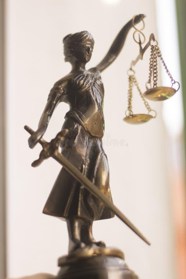 Wettelijk advocatenkantoorstandbeeld royalty-vrije stock afbeeldingen
