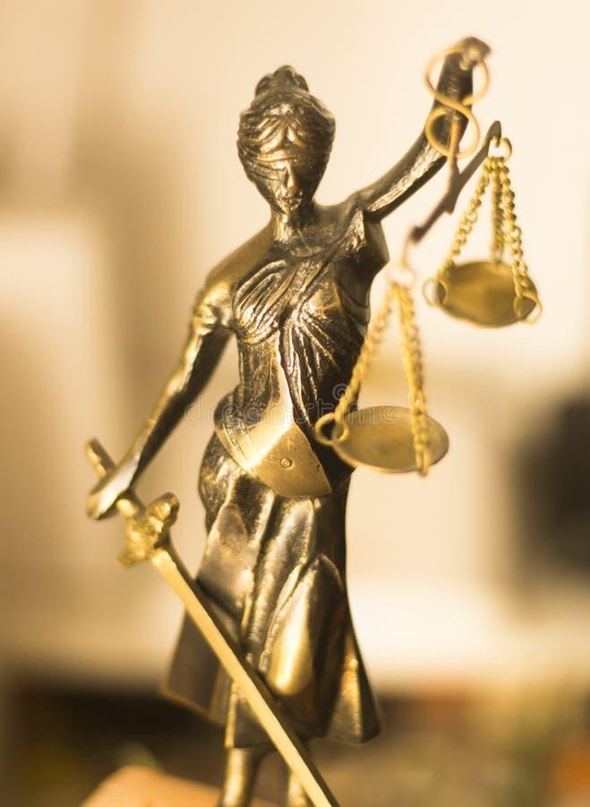 Wettelijk advocatenkantoorstandbeeld stock foto