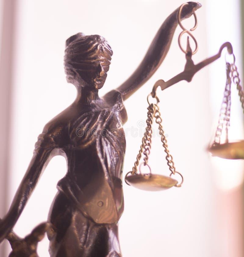 Wettelijk advocatenkantoorstandbeeld stock foto's