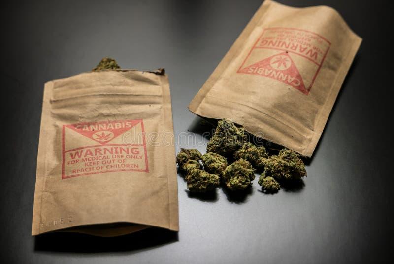 Wettelijke Cannabisbloemen en Pakketten royalty-vrije stock foto's