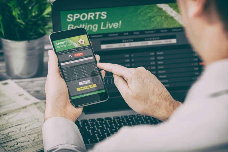 Wetten des gewetteten Sporttelefonglücksspiel-Laptopkonzeptes stockbild