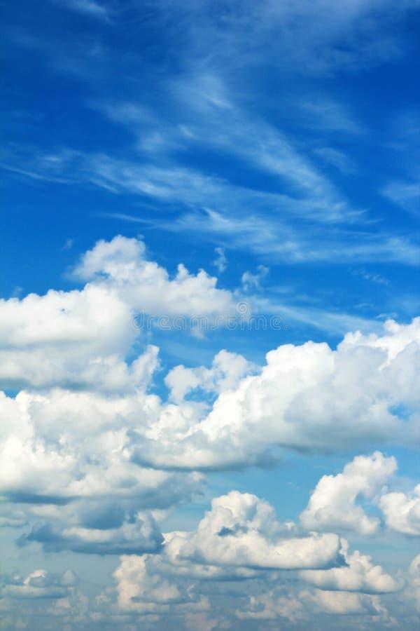 Wetter mit vielen Wolken. lizenzfreies stockfoto