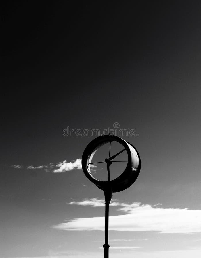 Wetterfahne auf dem Strand lizenzfreie stockfotografie