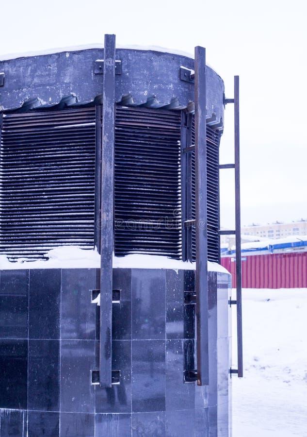 Wetterschacht von Moskau-U-Bahn am Winter Hintergrund, st?dtisch stockfotos