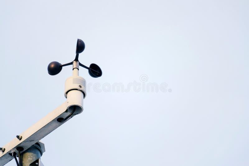 Wetterstation für meteorologische Prognose, Anemometer, Windmeter, Richtungs-Sensoren lizenzfreies stockfoto