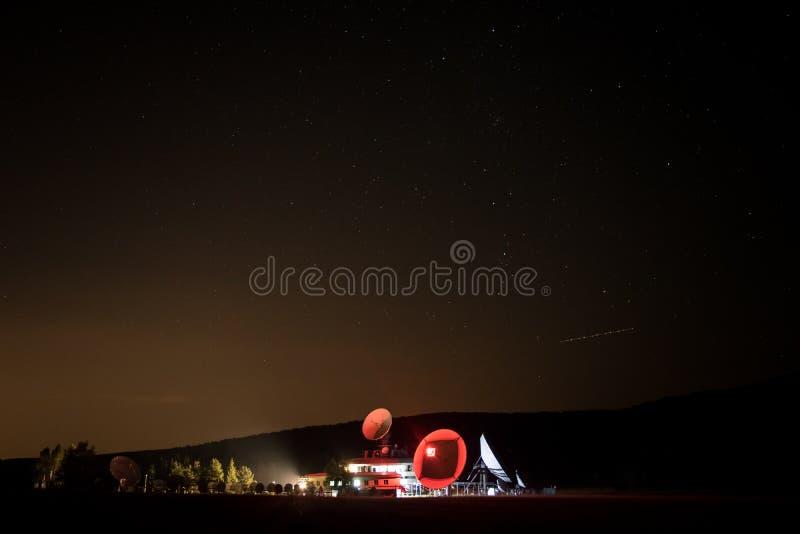 Wetterstation nachts stockfotos